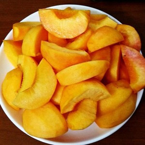 桃罐头的自制方法_罐头为什么有人吃,黄桃罐头的危害,桃罐头的自制方法_百度知道