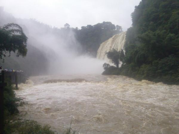 贵州黄果树瀑布迎来2018年最大洪峰现场壮观吗?