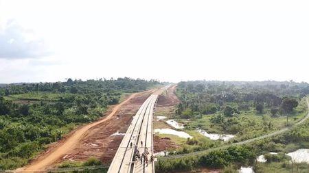 非洲人不信外国人,为啥选择中国修铁路?的头图