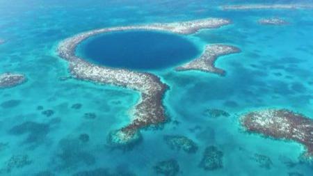 """海洋里的神秘""""蓝洞""""是怎么来的?里面有奇怪生物吗?"""
