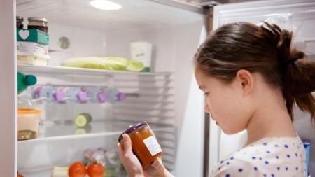 冰箱是空着省电还是装满省电?