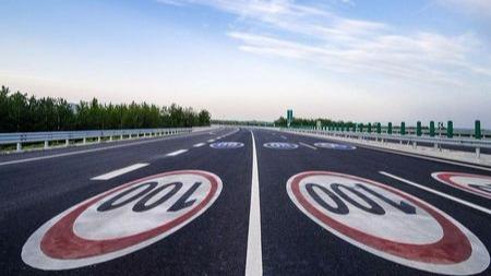 高速公路的最高限速和最低限速是怎么计算出来的的头图
