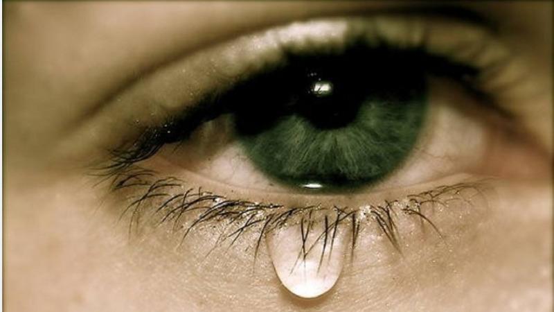 人的一生到底会流多少眼泪?真的有十万毫升吗?的头图
