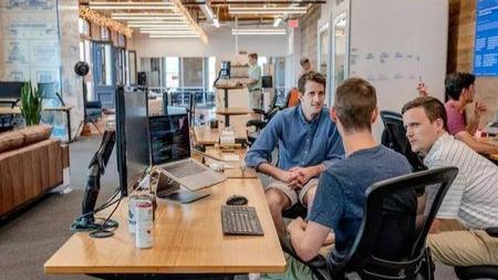 为什么比你懒的同事工资却比你高?职场不易,打听就是悲剧的开始的头图