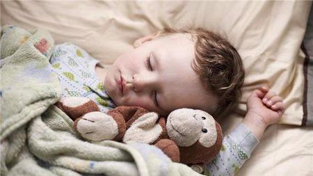 妈妈课堂:孩子独睡,和由大人陪睡,哪个更有利于宝宝成长?