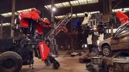 美日巨型机器人对决胜负已定,日本机器人惨遭锯杀的头图