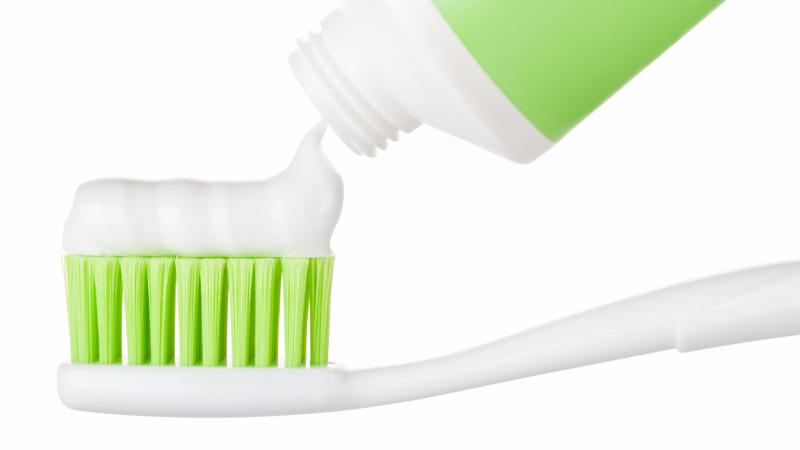 牙膏发明前,人们是怎么清洁牙齿的?的头图